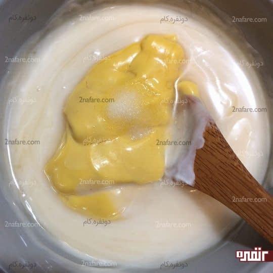 اضافه کردن عسل به مایونز