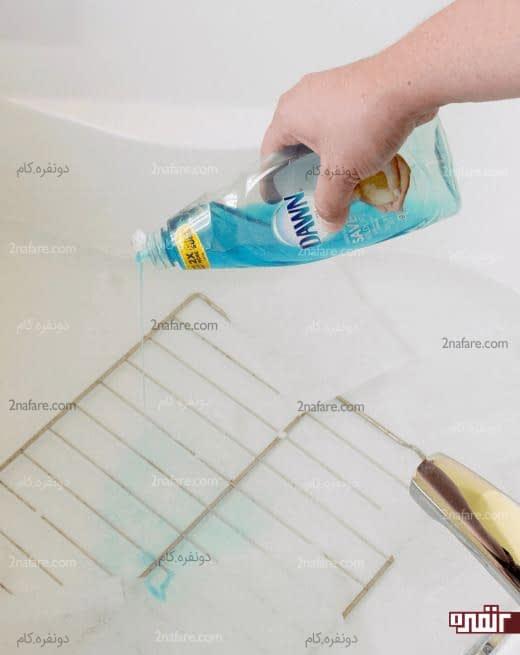 اضافه کردن مایع ظرفشویی