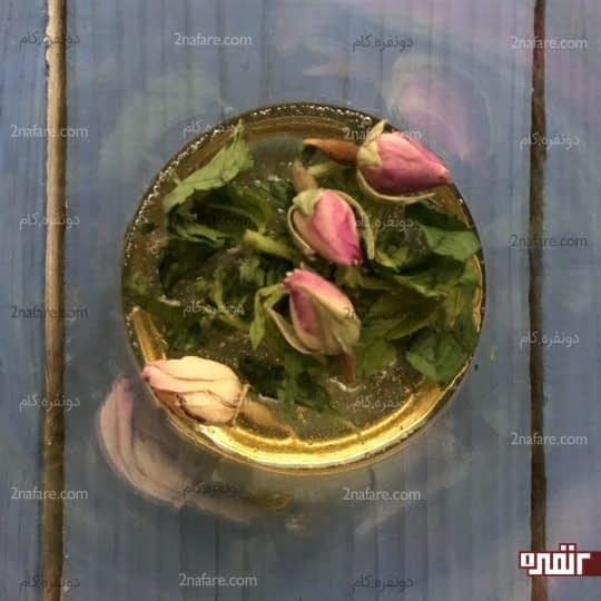 اضافه کردن نعنا و گل محمدی