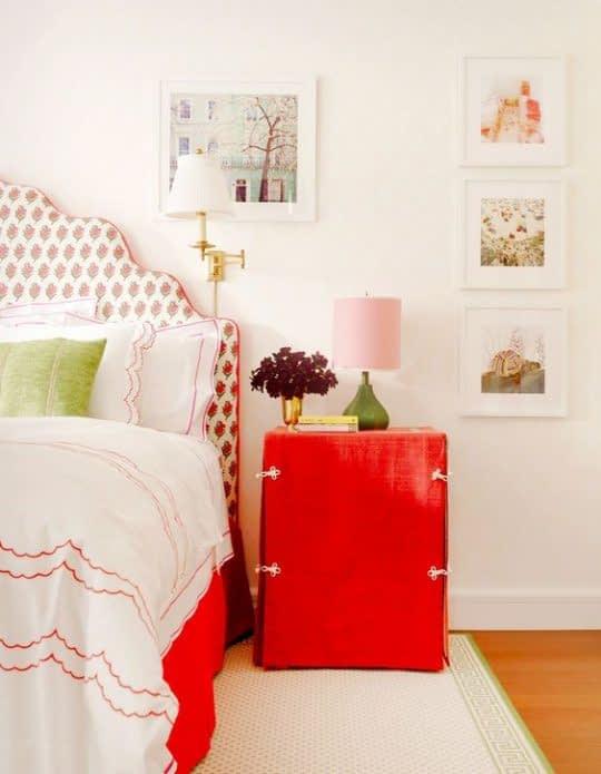 اکسسوری های قرمز رنگ در اتاق خواب