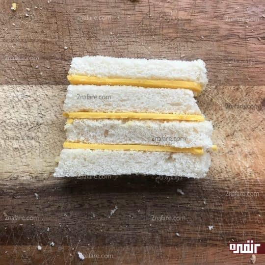 برش نان و پنیر