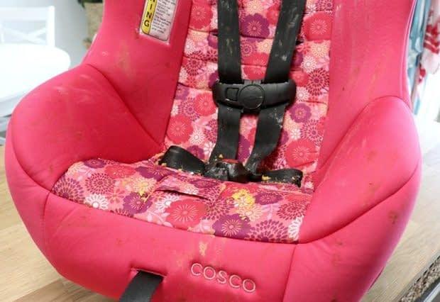 بهترین روش برای تمیز کردن صندلی خودرو کودک