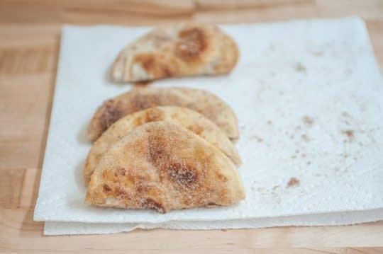 تا کردن نان ها از وسط