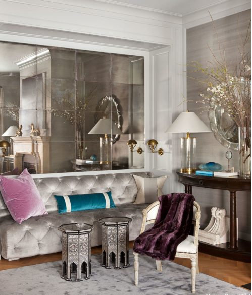 تزیین دیوار نشیمن با آینه های کوچک