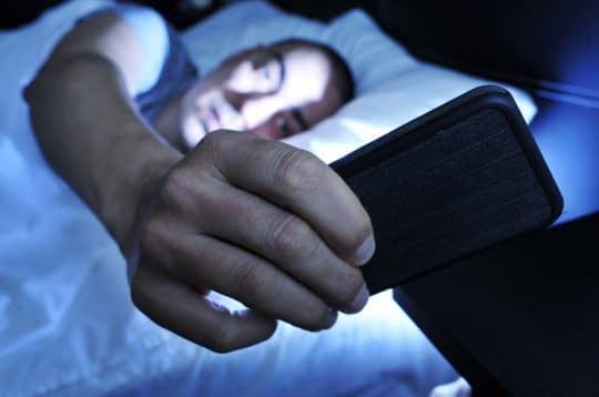 قبل ز خواب گوشی خودتون رو دیگه کنار بذارین