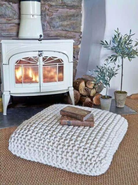 طراحی فضای دنج و گرم کنار شومینه