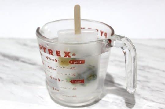 قرار دادن قالب در ظرف آب داغ