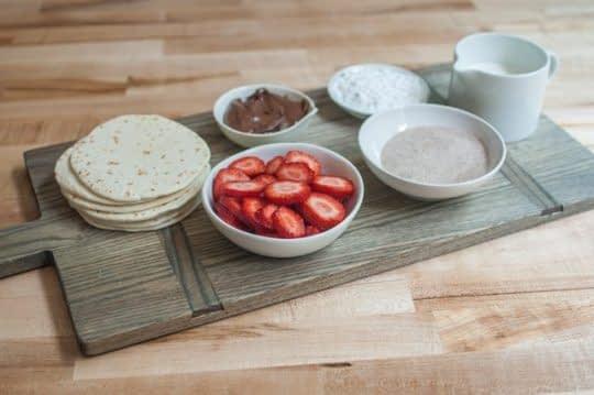 مواد لازم برای تهیه تاکو توت فرنگی