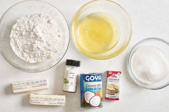 مواد لازم برای تهیه کیک نارگیلی