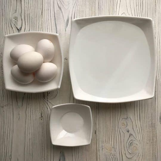 مواد لازم برای تهیه تخم مرغ آبپز