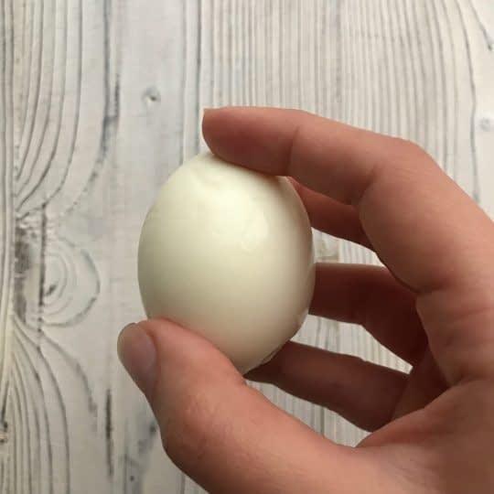 پوست کندن تخم مرغ