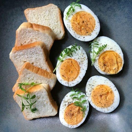تخم مرغ آبپز