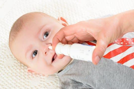 استفاده از قطره بینی برای نوزادان