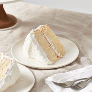 کیک نارگیلی با فراستینگ مخصوص