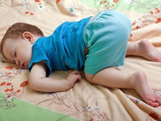 راهکارهایی برای عرق نکردن در خواب