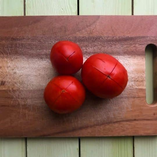 برش دادن پوست گوجه