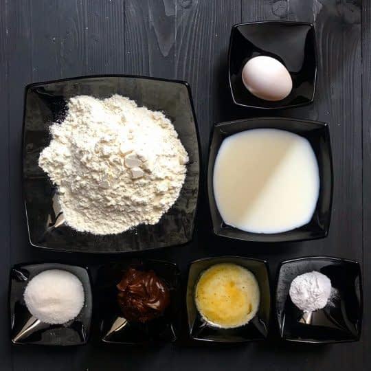 مواد لازم برای تهیه پنکیک با مغز شکلات