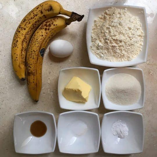 مواد لازم برای تهیه نان موزی