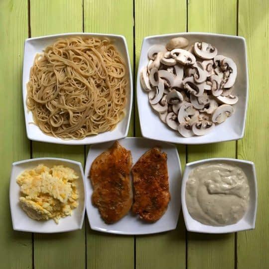 مواد لازم برای تهیه پاستای مرغ داخل فر