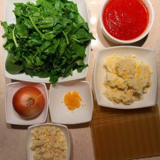 مواد لازم برای تهیه لازانیا اسفناج با سس گوجه