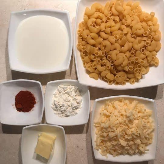 مواد لازم برای تهیه ماکارونی با سس پنیری