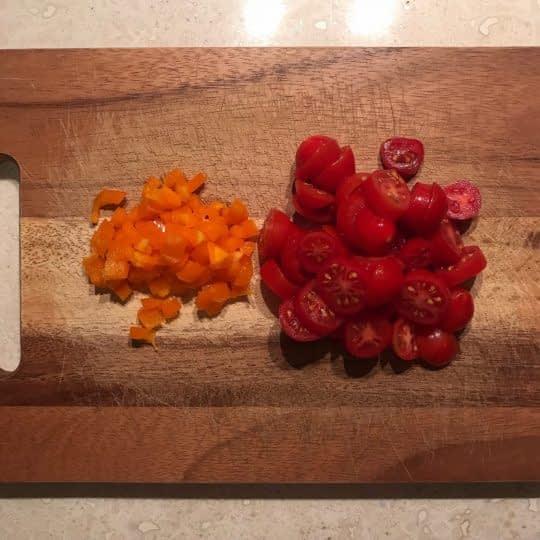 خرد کردن گوجه و فلفل