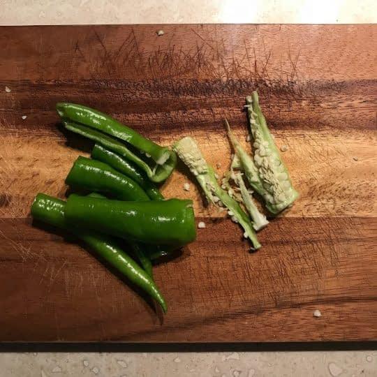 در آوردن دانه های فلفل سبز