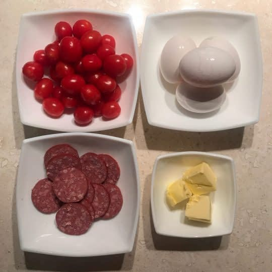 مواد لازم برای تهیه املت سوسیس و گوجه