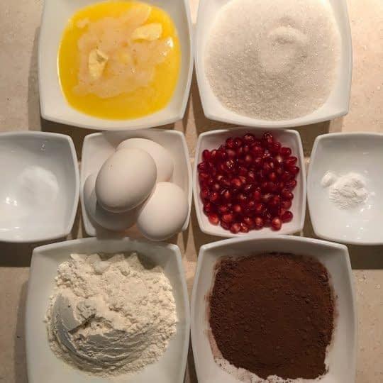 مواد لازم برای تهیه براونی انار