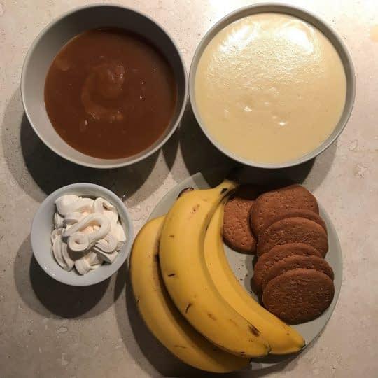 مواد لازم برای تهیه دسر موز و کارامل