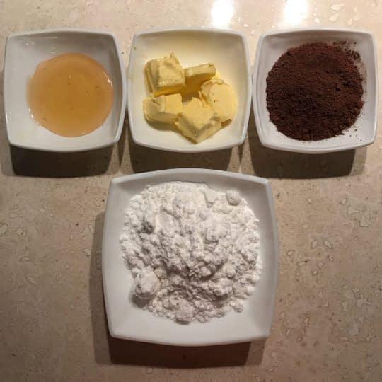 مواد لازم برای تهیه سس شکلات فوری
