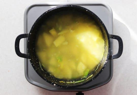 اضافه کردن آب مرغ