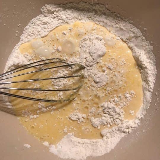 اضافه کردن مخلوط آرد