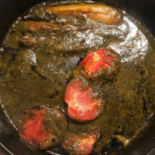 اضافه کردن گوجه و بادمجان