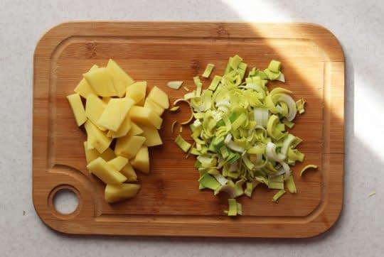 خرد کردن تره فرنگی و سیب زمینی