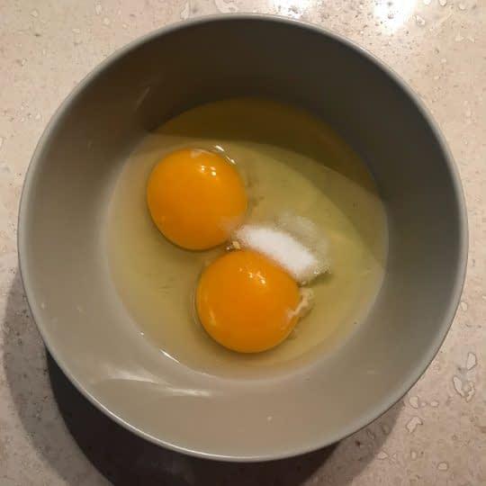 زدن تخم مرغ