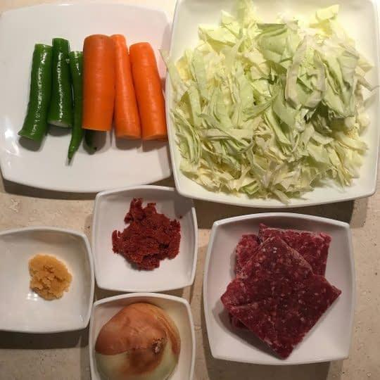 مواد لازم برای بورک گوشت و سبزیجات