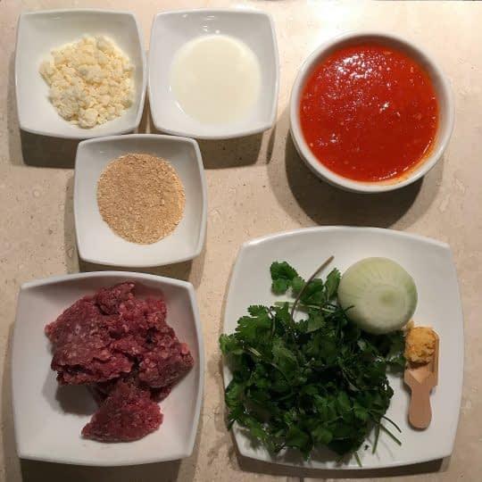 مواد لازم برای تهیه میت بال پنیری با سس گوجه فرنگی