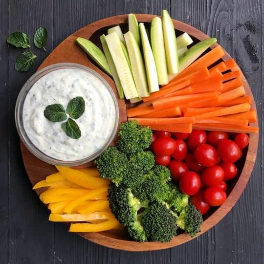 دیپ پنیر همراه سبزیجات