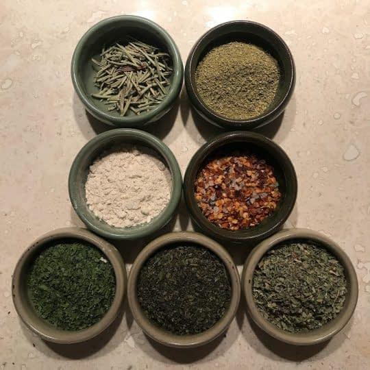 مواد لازم برای تهیه ادویه ایتالیایی