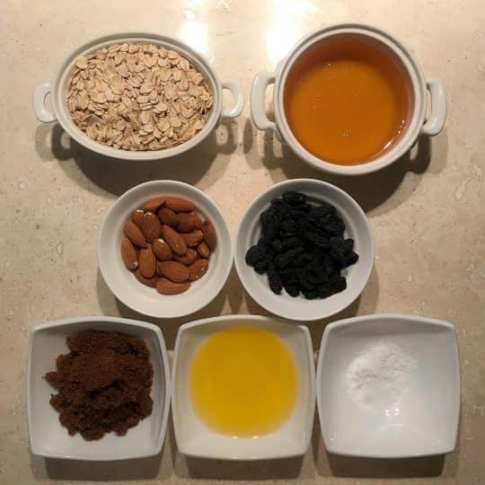 مواد لازم برای تهیه گرانولا بادام و کشمش