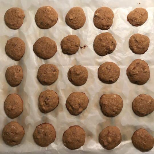 پختن شیرینی بادامی