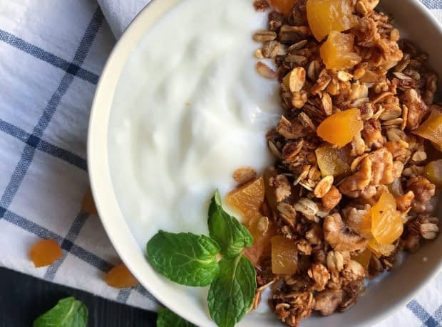 cinnamon and walnut granola