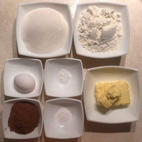 مواد لازم برای تهیه شیرینی شکلاتی ساده