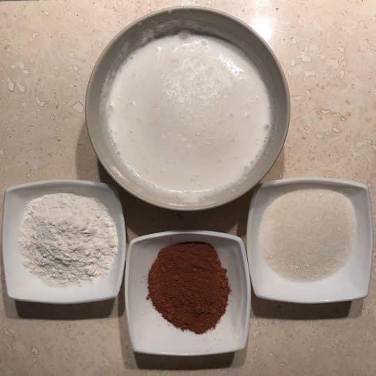 مواد لازم برای تهیه فرنی شکلاتی