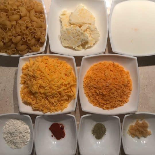 مواد لازم برای تهیه ماکارونی و پنیر داخل فر