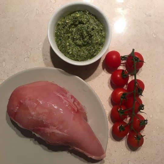مواد لازم برای تهیه مرغ با طعم پستو