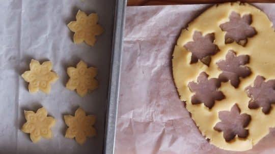 قالب زدن شیرینی ها