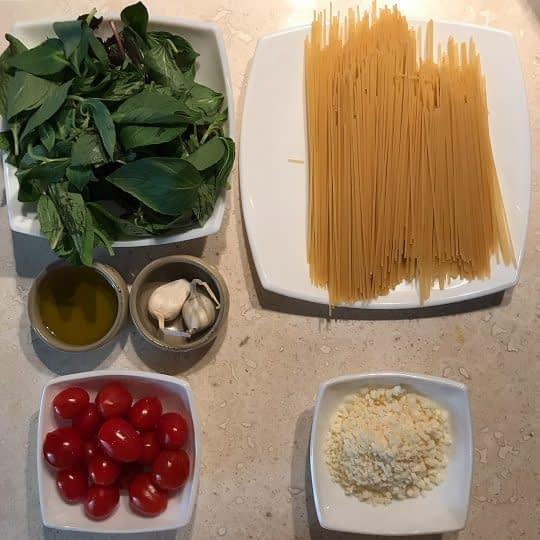 مواد لازم برای تهیه پاستا ریحان