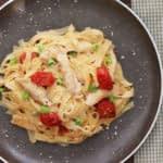 طرز تهیه پاستای مرغ خامه ای با گوجه های رُست شده